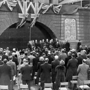 Presidente do COI, Lorde Burghley inaugura placa em homenagem aos campeões olímpicos dos Jogos de Londres