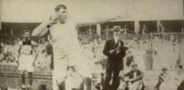 Ralph Rose, dos EUA, foi medalhista de ouro no arremesso de peso nas Olimpíadas de 1904, 1908 e 1912