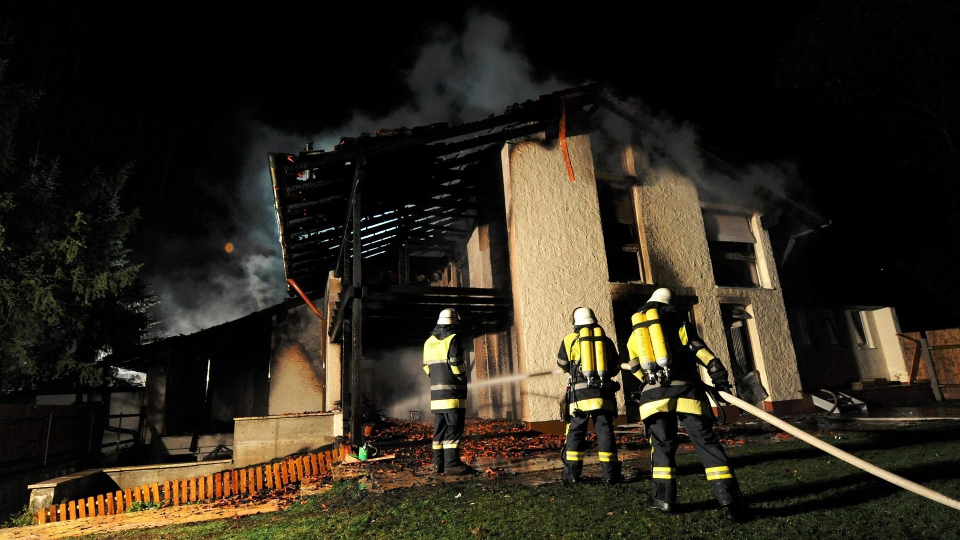 A casa do zagueiro Breno, em Munique, na Alemanha, pegou fogo e ficou destruída; jogador não teve ferimentos graves, mas teve que passar pelo hospital