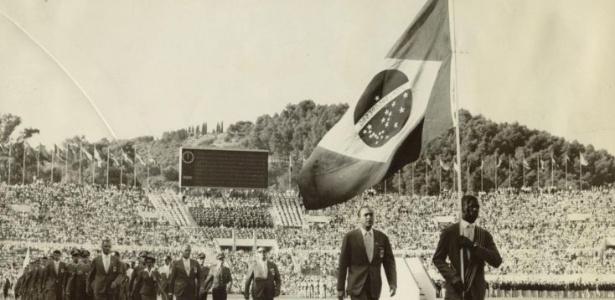Bicampeão olímpico, Adhemar Ferreira da Silva foi o porta-bandeira brasileiro na abertura dos Jogos de Roma