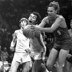 Espanha e Alemanha Ocidental duelam no basquete na Olimpíada de 1972, em Munique