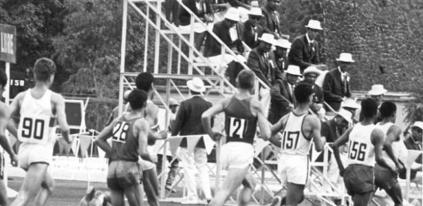 Final dos 5.000 m, cujo vencedor foi Mohammed Gammoudi, da Tunísia, com dois quenianos completando o pódio