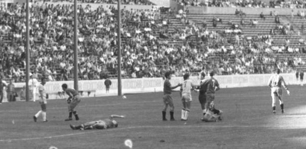 Lance de Espanha x Brasil nos Jogos Olímpicos da Cidade do México, partida que terminou 1 a 0 para os espanhóis e com os brasileiros criticando a arbitragem