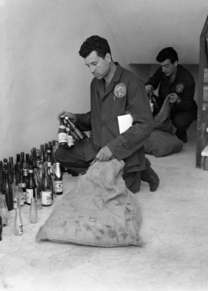 Lixo da Vila Olímpica ficou cheio de garrafas de cerveja e vinho durante os Jogos de 1960
