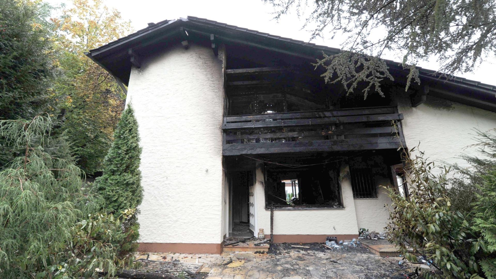 Nesta terça-feira, foi possível ver melhor o estrago provocado pelo incêndio na casa de Breno, zagueiro do Bayern de Munique. Jogador brasileiro foi socorrido, mas não teve ferimentos graves