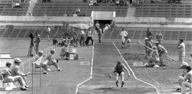 Prova do salto em distância, vencida na Olimpíada de Roma por Ralph Boston, dos EUA