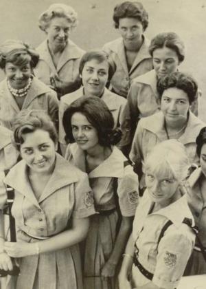 Voluntárias italianas dos Jogos; jovens foram encarregadas de receber delegações no aeroporto e encaminhá-las para a Vila Olímpica