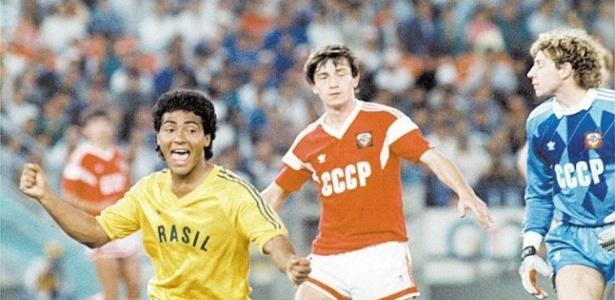 Romário comemora gol contra a URSS na final do futebol na Olimpíada; o Brasil ficou com a prata ao perder por 2 a 1