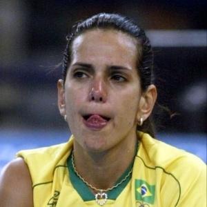 A atacante Virna chora após a derrota do Brasil para Cuba; a seleção de vôlei ficou em quarto lugar, pior colocação desde Barcelona-1992