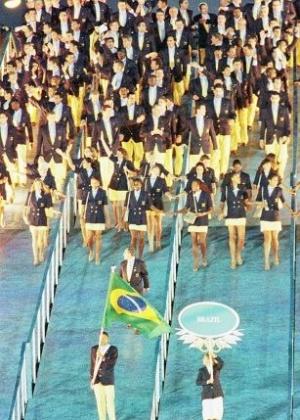 A delegação brasileira desfila na cerimônia de abertura dos Jogos Olímpicos de 1996, em Atlanta