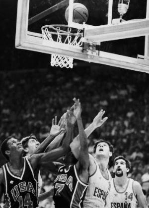 Equipes de Espanha e Estados Unidos disputam a medalha de ouro no basquete nos Jogos de Los Angeles