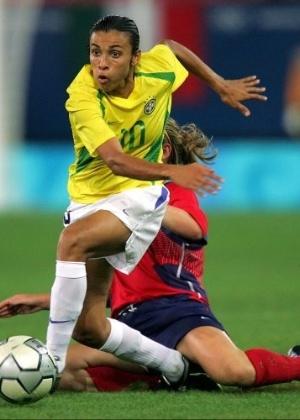 A seleção feminina, de Marta, perdeu a final para os EUA por 2 a 1 e teve de se contentar com a medalha de prata