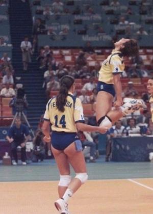 A seleção feminina de vôlei, de Fernanda Venturini, Leila e Ida, venceu a Rússia e levou a medalha de bronze em Atlanta-1996