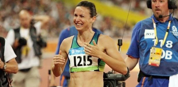 Após não participar da Olimpíada de Atenas-2004 devido à suspensão por doping, Maurren Maggi é ouro em Pequim no salto em distância