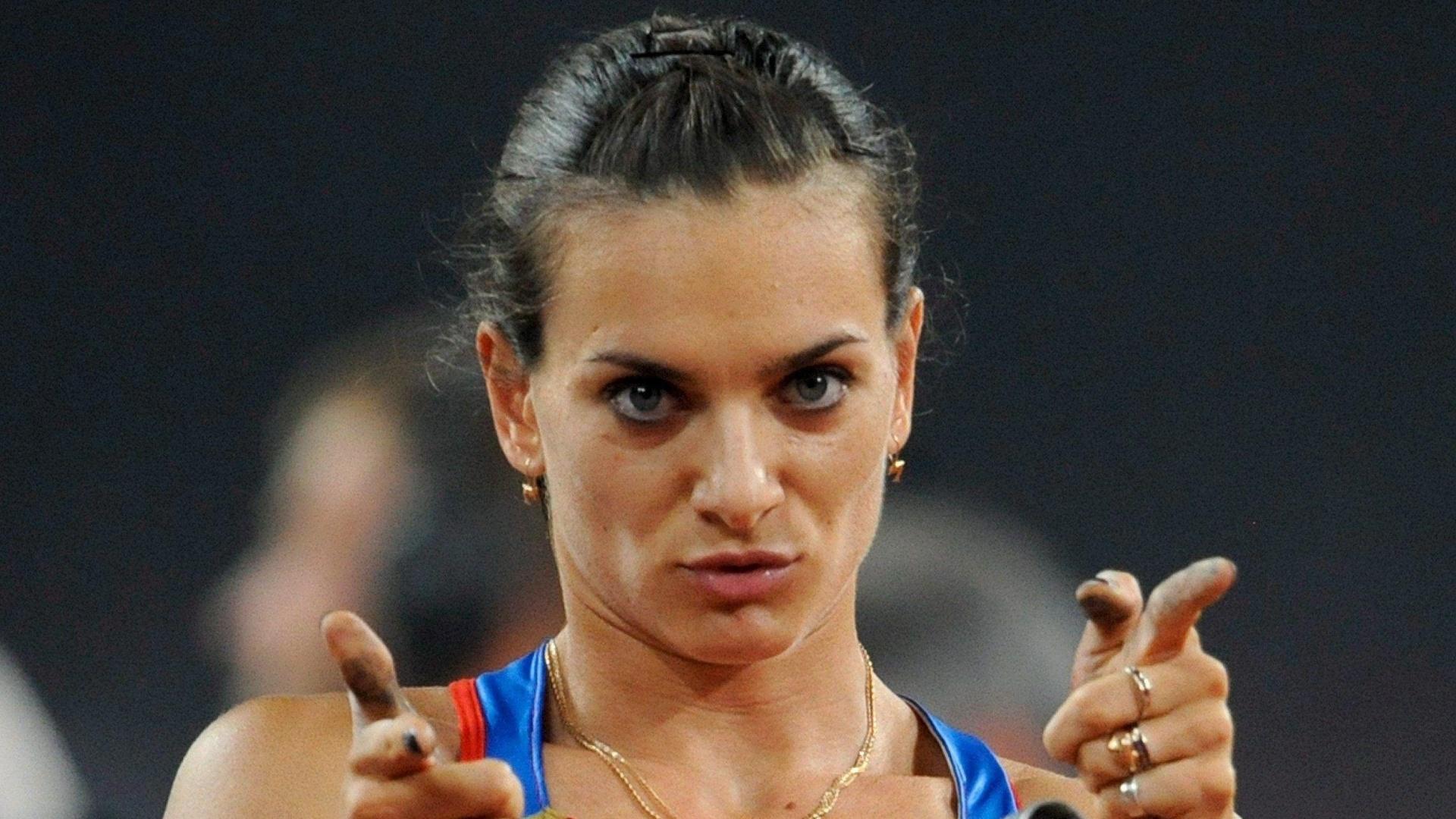 Yelena Isinbayeva só precisou saltar duas vezes para garantir o ouro no salto com vara, seu segundo título olímpico