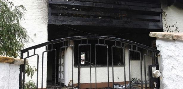 Depois do incêndio na madrugada da última terça-feira, a casa do jogador Breno foi isolada pela polícia, que investiga as causas do ocorrido