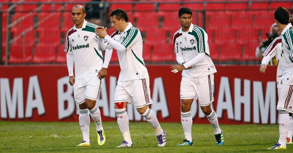 Gum, Diogo e Leandro Euzébio conversam durante duelo contra o Atlético-PR. Fluminense conseguiu o empate nos últimos minutos