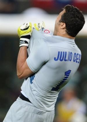 Julio Cesar vibra muito com os gols da Inter de Milão contra o Bologna pelo Italiano