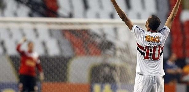 Rivaldo considera ter condições de atuar jogo inteiro, não apenas o 2º tempo