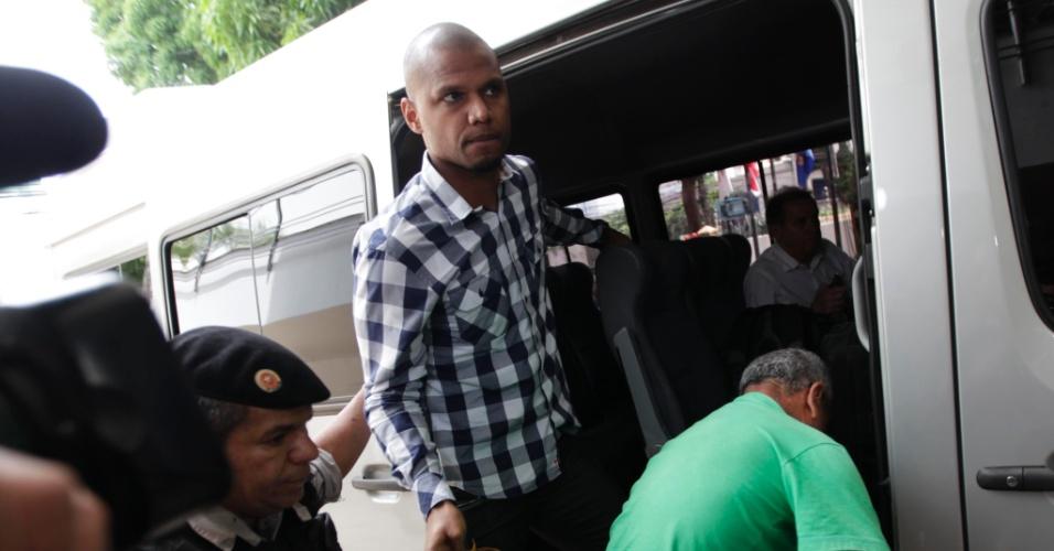 Goleiro Jefferson desembarca em Belém para defender a seleção brasileira contra a Argentina (26/09/2011)