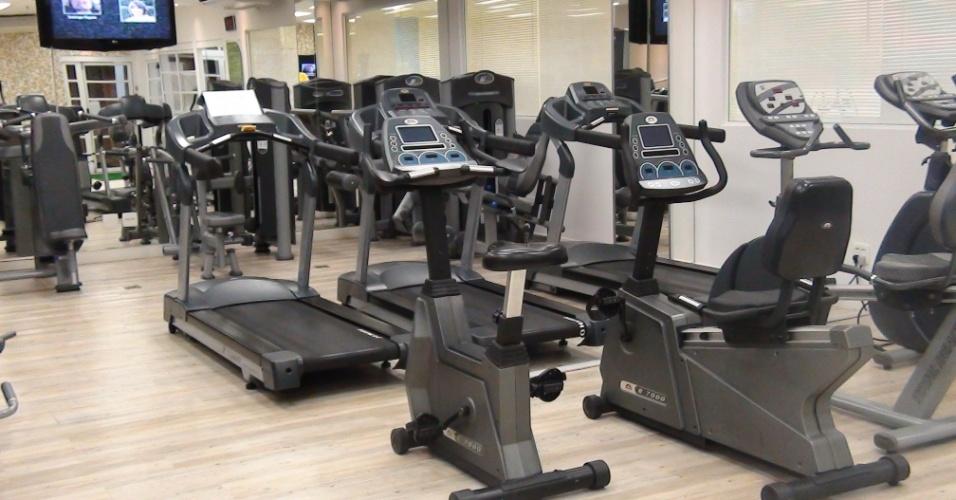 (27/09/2011) - Equipamentos como bicicletas e esteiras fazem parte da academia de Marcos, do Palmeiras