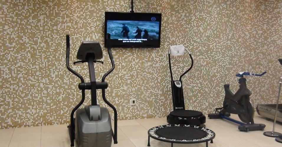 (27/09/2011) - Televisões são espalhadas pela sala de musculação da academia do goleiro Marcos, do Palmeiras