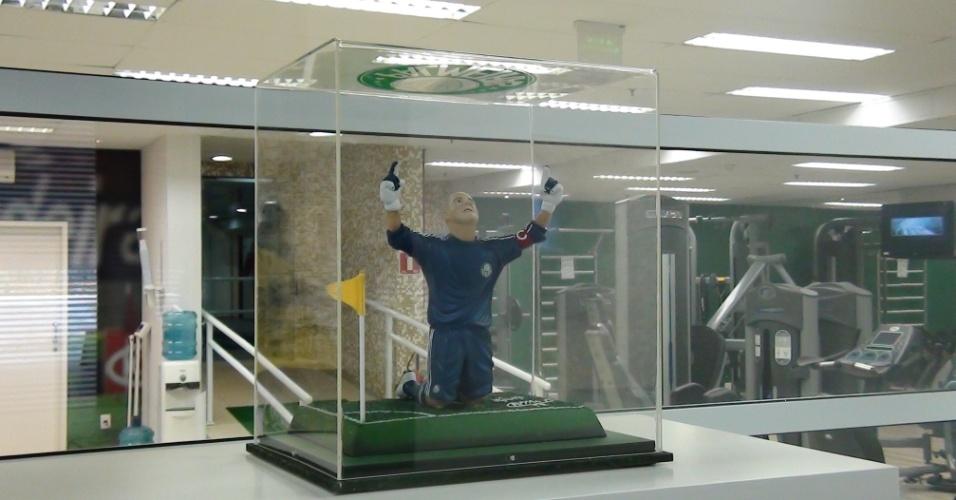 (27/09/2011 Boneco de Marcos decora centro de fisioterapia do goleiro do Palmeiras
