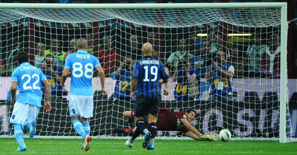 Júlio Cesar defende pênalti, mas no rebote Campagnaro marcou o primeiro do Napoli