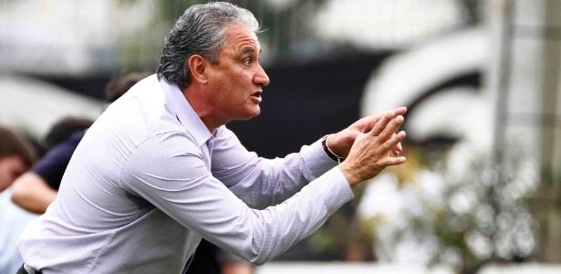 Tite diz que não foi pênalti e pediu penalidade sobre Paulinho no 1º tempo - Marcelo de Jesus/UOL