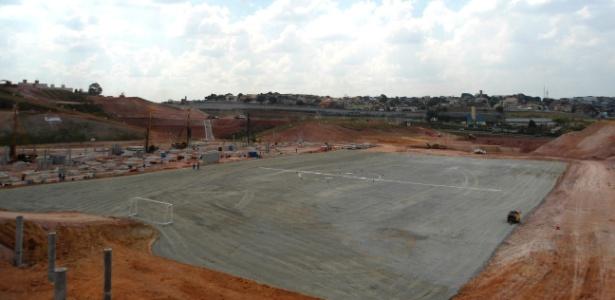 Vista do terreno em que será construído o Itaquerão; dutos serão retirados