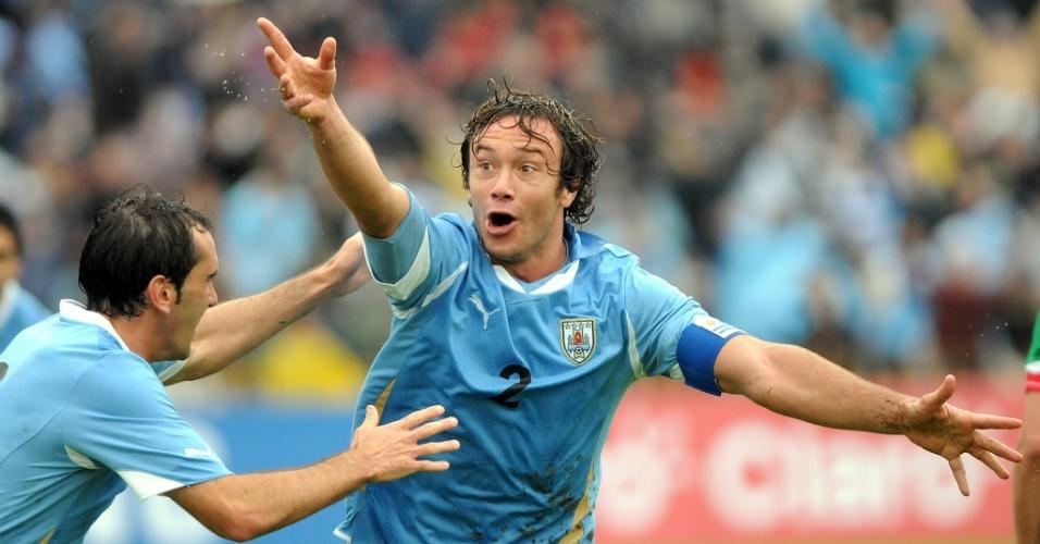 Lugano marcou dois gols na vitória do Uruguai sobre a Bolívia por 4 a 2, no jogo de abertura das Eliminatórias Sul-Americanas para a Copa de 2014