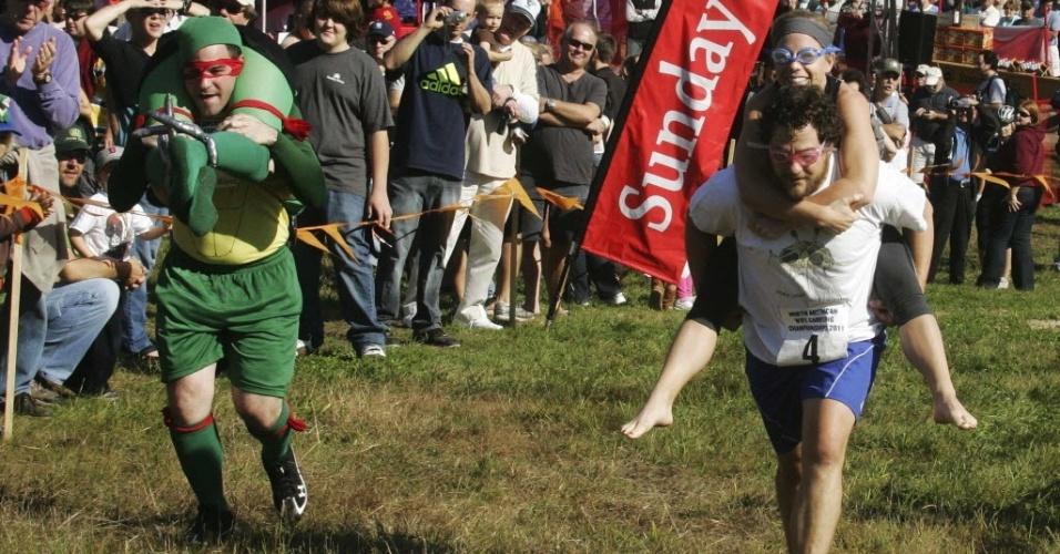 Casais participam do Campeonato Norte-Americano de carregamento de mulheres nos EUA