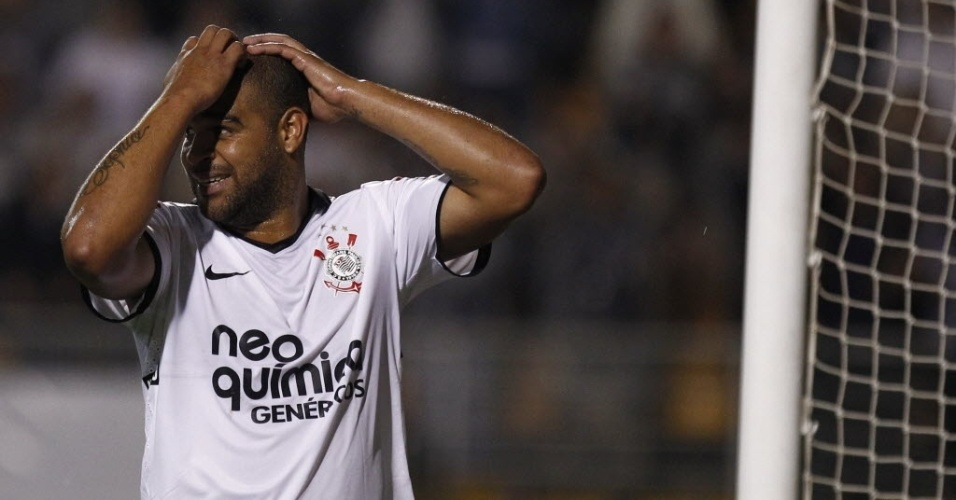 Adriano lamenta chance perdida do Corinthians contra o Atlético-GO; atacante jogou dez minutos