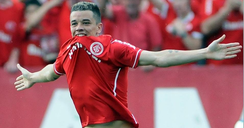 D'Alessandro comemora gol do Internacional contra o Vasco no Beira-Rio