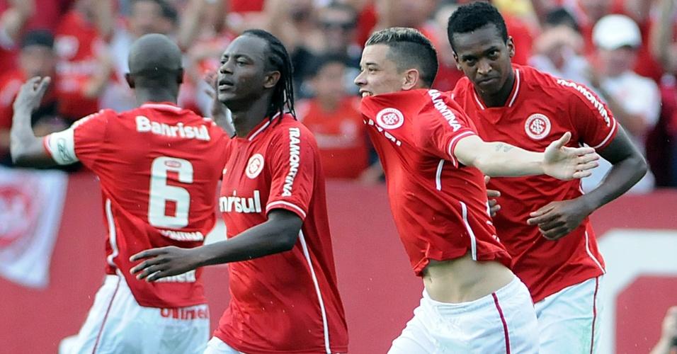 Jogadores do Internacional comemoram gol de D'Alessandro contra o Vasco