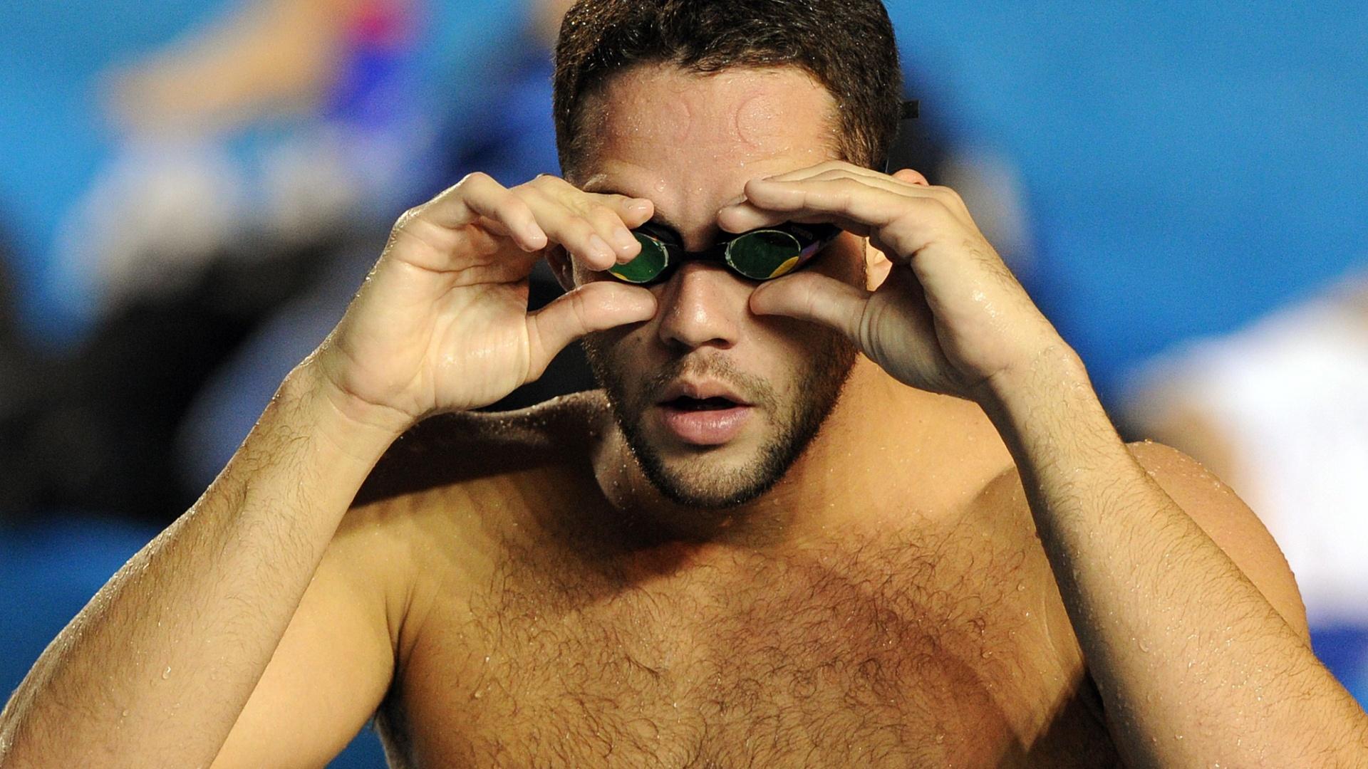 Thiago Pereira ajeita o óculos em treino da seleção em Guadalajara (12/10/2011)