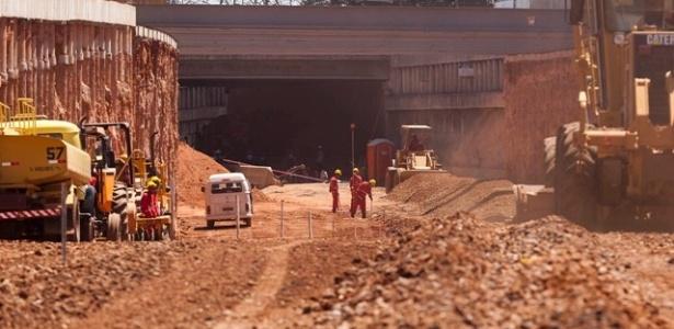 Obras em rua de BH, cidade que não aumentou a expectativa de gastos com mobilidade