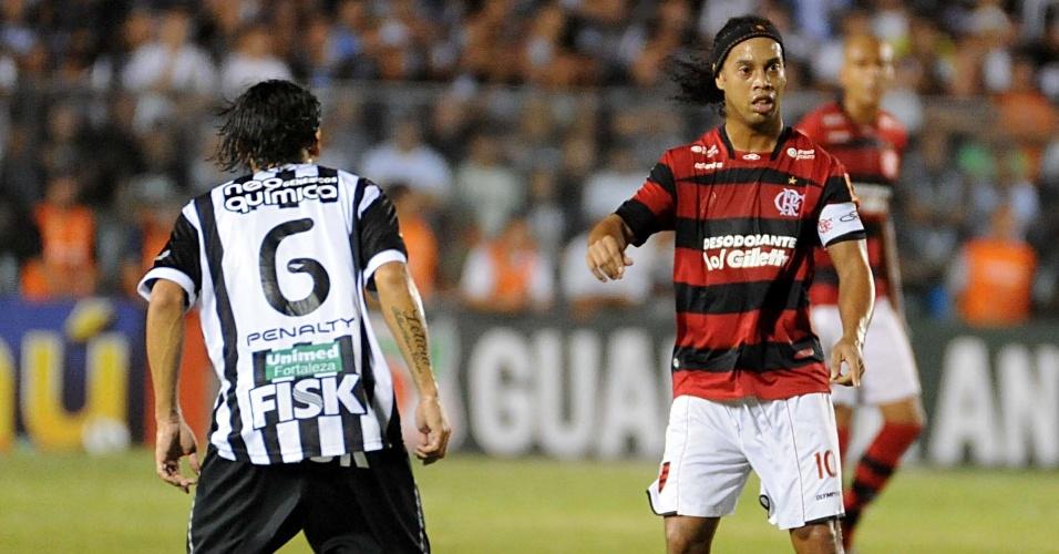 Ronaldinho Gaúcho arma ataque do Flamengo na partida contra o Ceará (15/10/11)