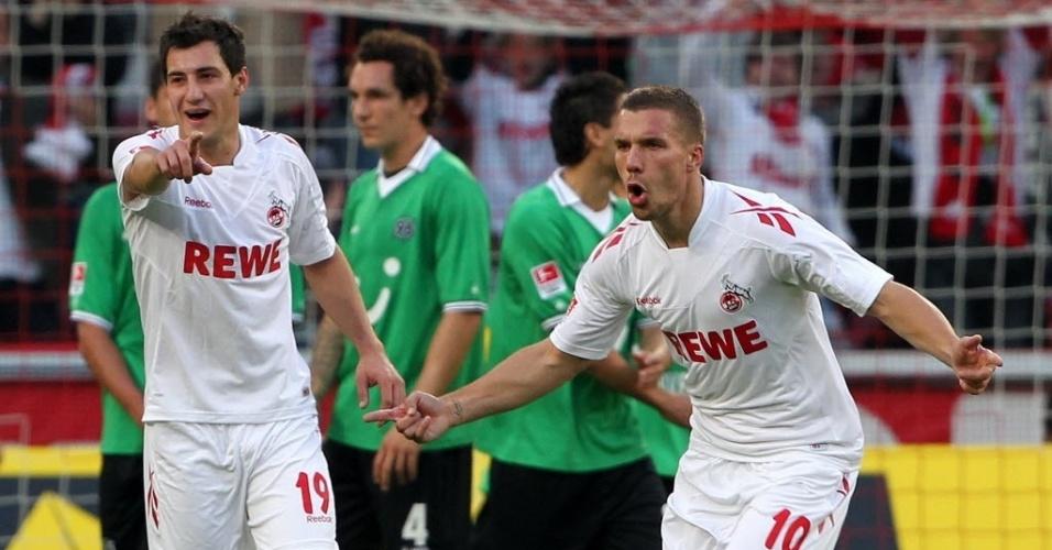 Craque alemão Lucas Podolski comemora gol de falta na partida do seu time, Colônia, contra o Hannover pelo Campeonato Alemão