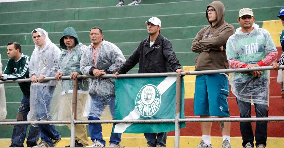 Torcida do Palmeiras chega ao Canindé para o duelo contra o Fluminense (16/10/11)