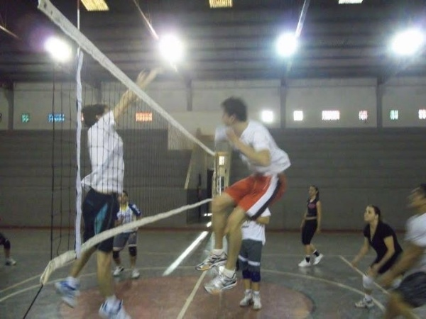 Você Manda: Douglas Nunes, 24 anos, Umuarama (PR) praticante de vôlei de quadra, no misto do Country Clube de Umuarama