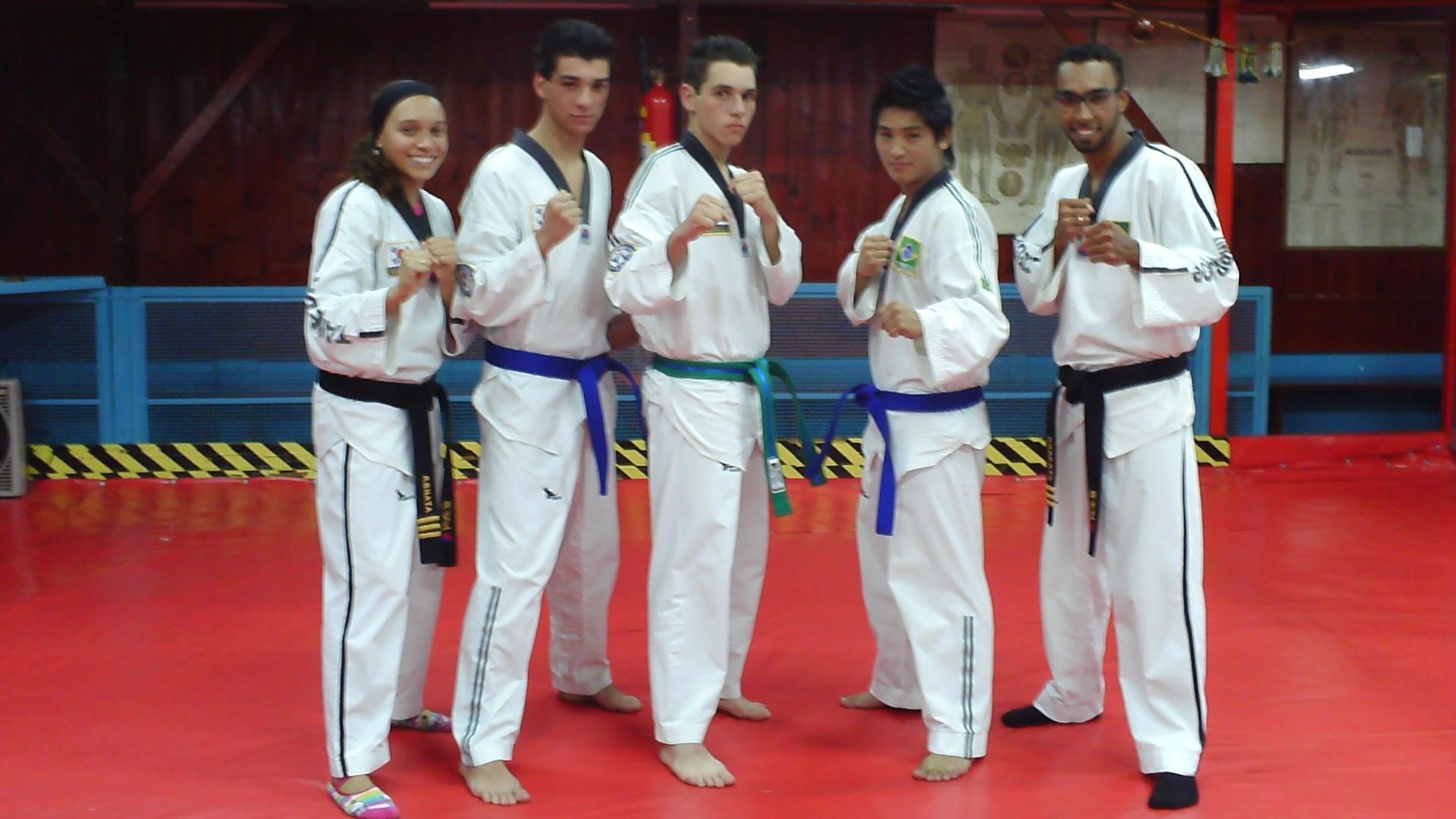 Você Manda: Vinicius Tirolo com os colegas praticantes de taekwondo