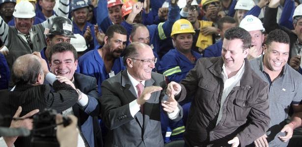 Políticos e Ronaldo comemoram abertura da Copa do Mundo de 2014 no Itaquerão