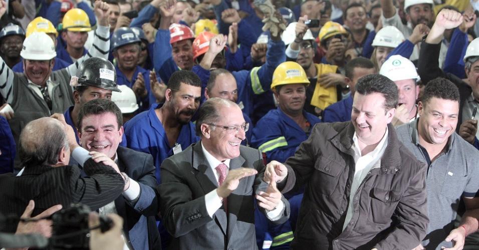 Políticos comemoram abertura da Copa do Mundo de 2014 no Itaquerão (20/10/2011)
