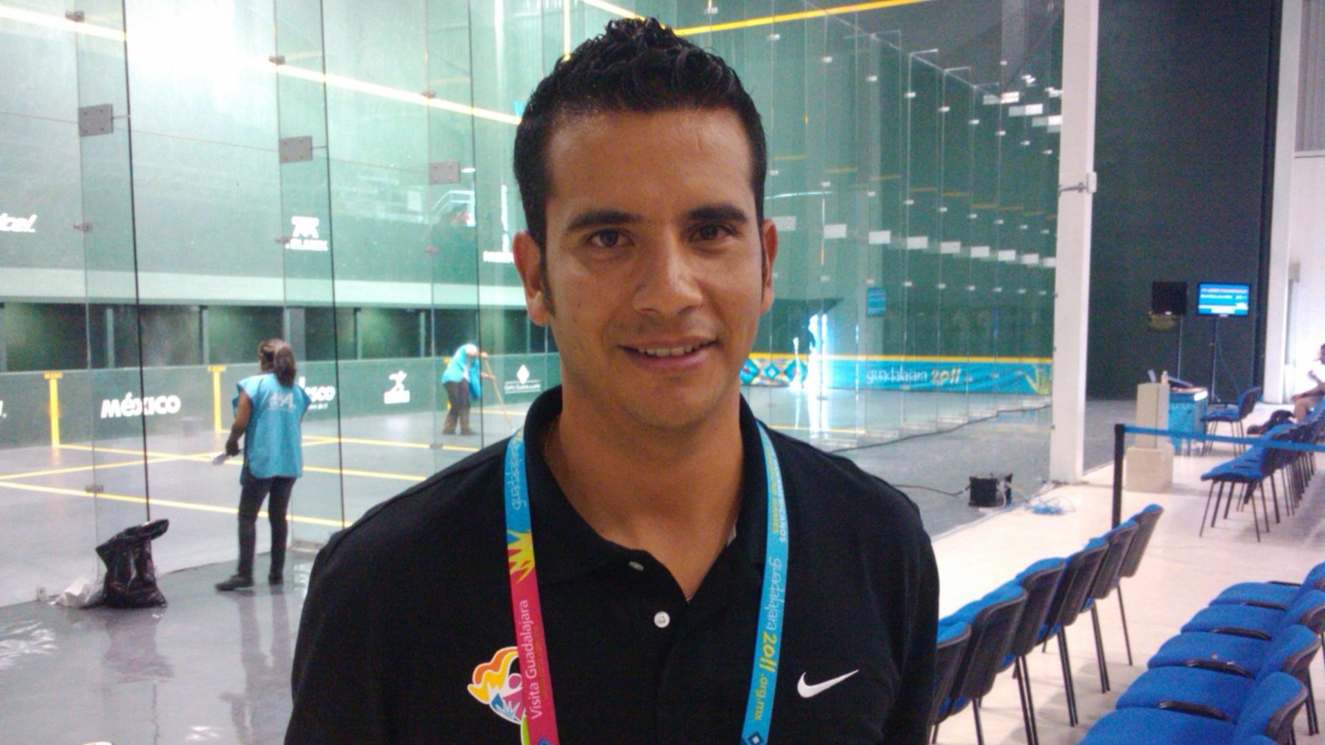 Rafael Pacheco, campeão mundial de pelota basca, é um dos voluntários do Pan de Guadalajara (21/10/2011)