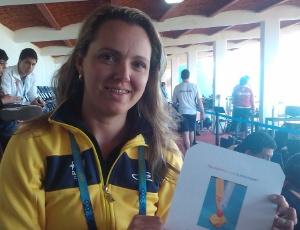 Rosane Ewald exibe a imagem que usa para se concentrar para as provas de tiro esportivo