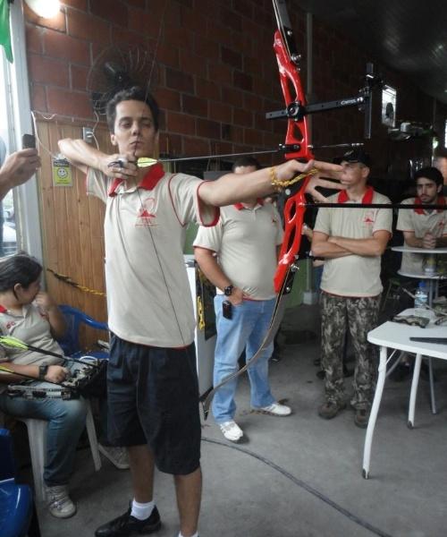 Você Manda: Everton Mafeis Sampaio, 24 anos, praticante do tiro com arco