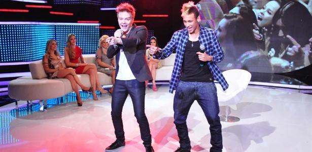 """Neymar e Michel Teló já dançaram juntos no Programa da Hebe; dupla vai repetir a dose no """"Show da Virada"""""""