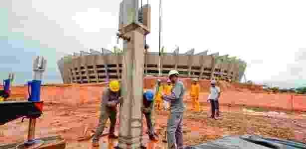Operários trabalham na obra do Mineirão - Sylvio Coutinho/Divulgação - Sylvio Coutinho/Divulgação