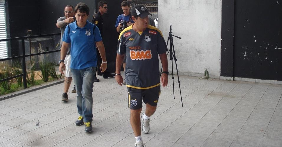 Muricy entra no CT Rei Pelé, afastado por crise de hérnia, treinador foi apenas